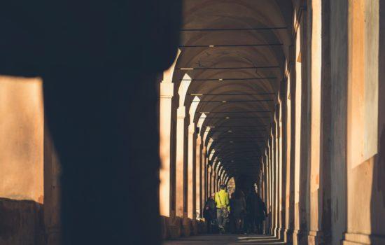 Arco del Meloncello, Bologna, photo by Davide Cantelli, unsplash