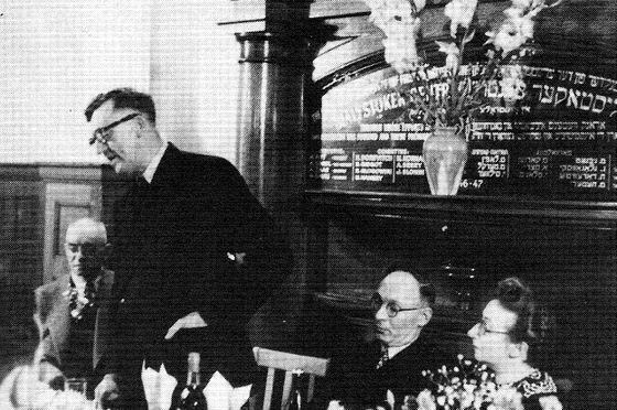 Arthur Calwell at the Bialystoker Centre with Mr and Mrs Sender Burstin, circa 1948
